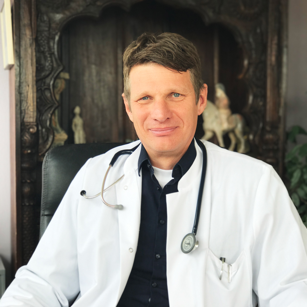 DR. MED. ACHIM WALLAU